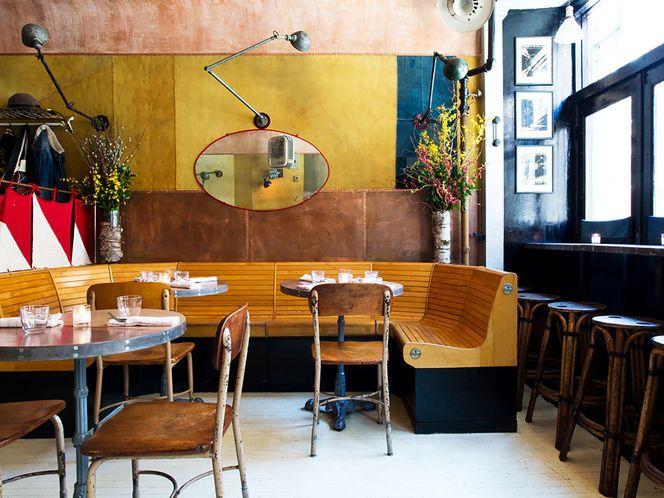 Restaurante Retro com Materiais Rústicos