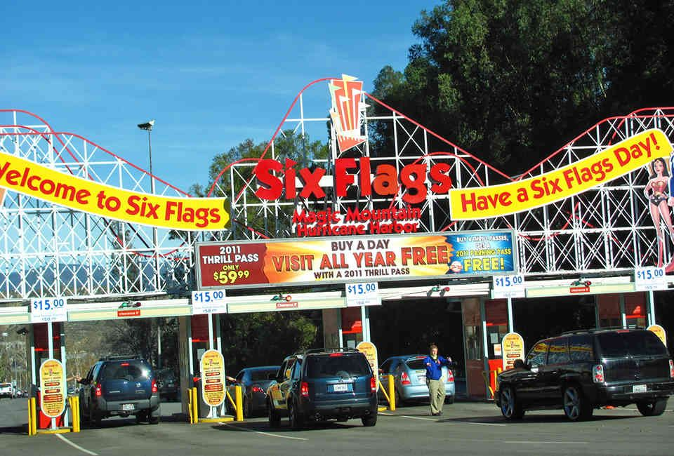 Best Tips For Six Flags La Thrillist Six Flags Magic Mountain California Best Vacations