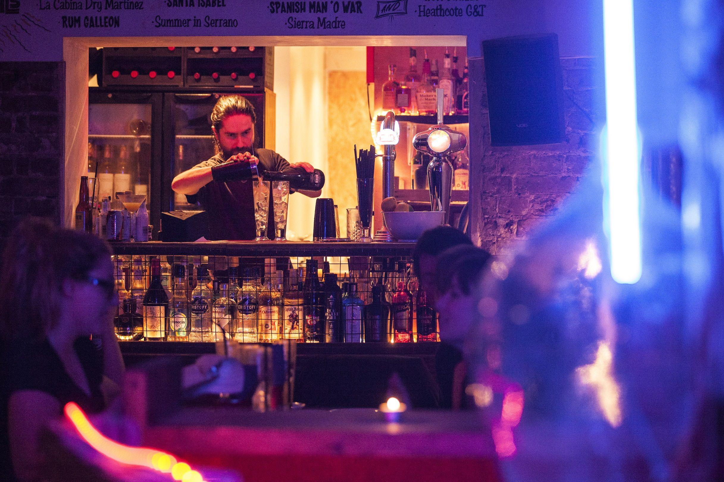 La Cabina Bar : En mi camino bar la cabina c afán de ribera sevilla cerro de