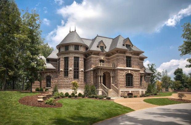 19 Gorgeous Houses That Look Like Castles House Castle House Traditional Exterior