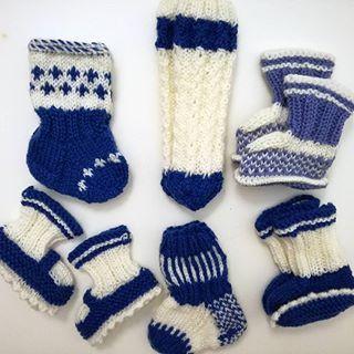 More baby socks for maternity unit  Finland 100 years project. Vauvansukkia sairaaloihin Suomi100 -kampanja. . #knitting #knitstagram #knittersofinstagram #handmade #babysocks #babybooties #käsityö #käsityöblogit #suomi100 #suomisukat #lankamaailma #gjestal #babyknits #instaneulojat #suomi100sukat  #valepalmikko #craftastherapy