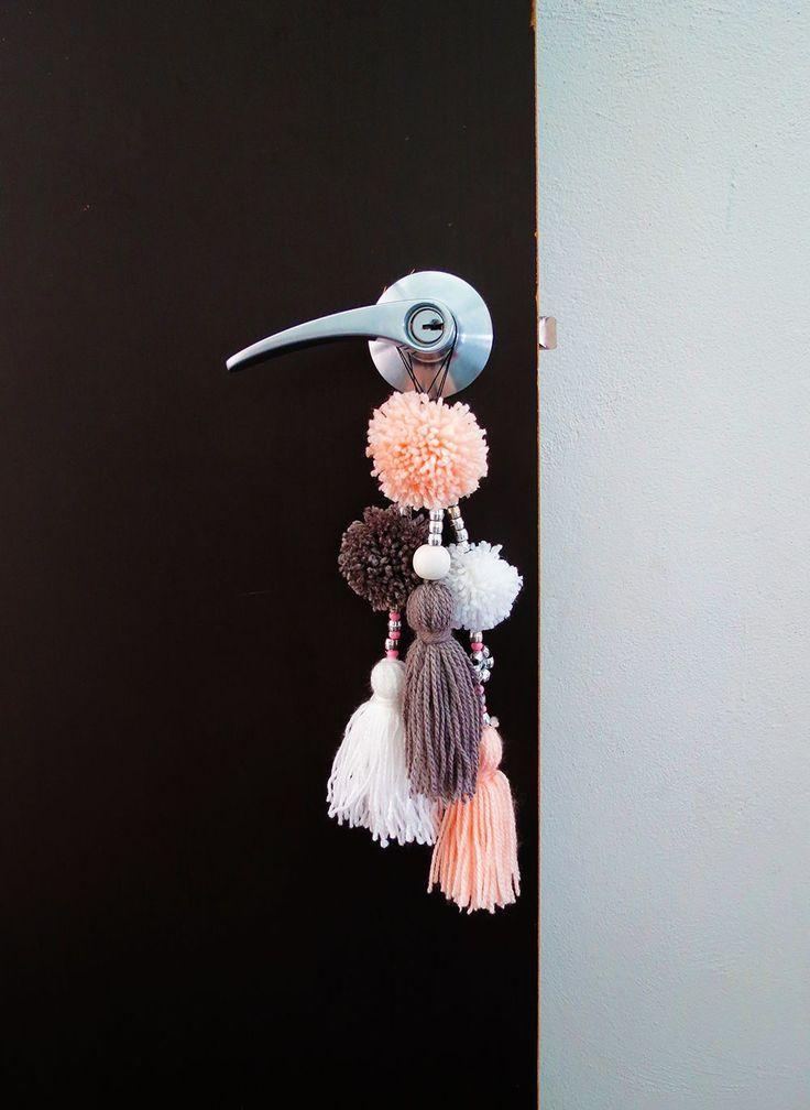 How to make a cute pompoms door ornament - Ohoh deco
