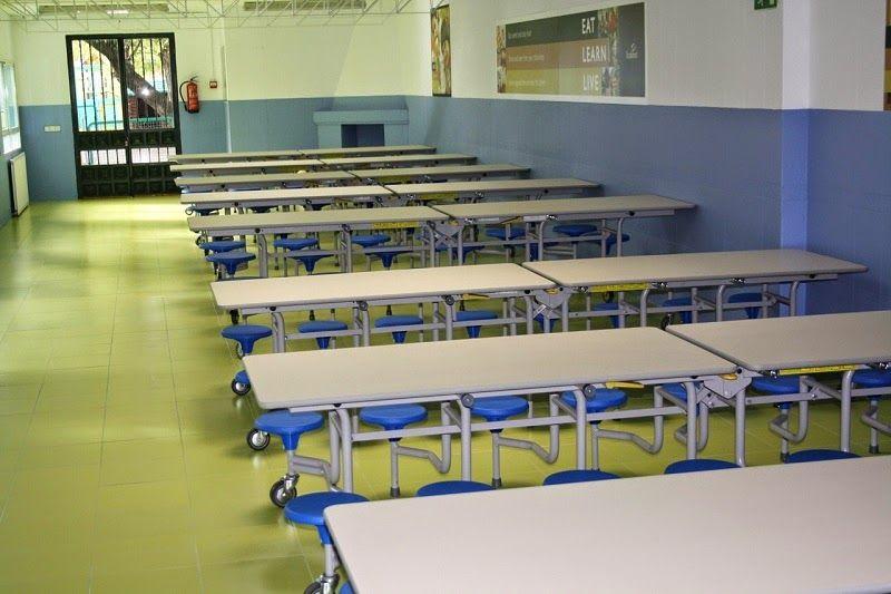 Mesas movibles permiten optimizar los usos de un mismo for Mesas comedor escolar