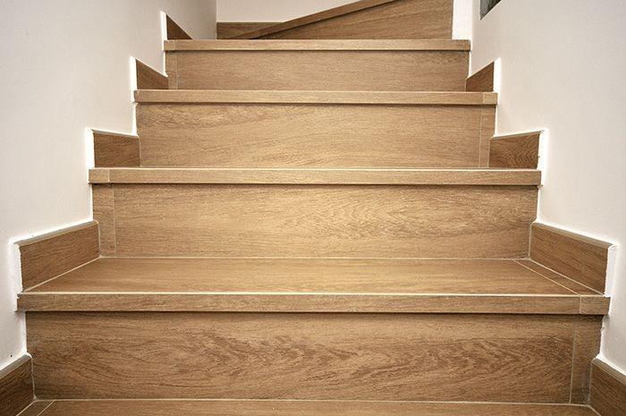 Resultado de imagen para como colocar rodapie exterior para escalera escaleras barandas - Porcelanico imitacion madera exterior ...