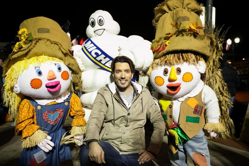 23 Hilarious Images of the Property Brothers' Drew and