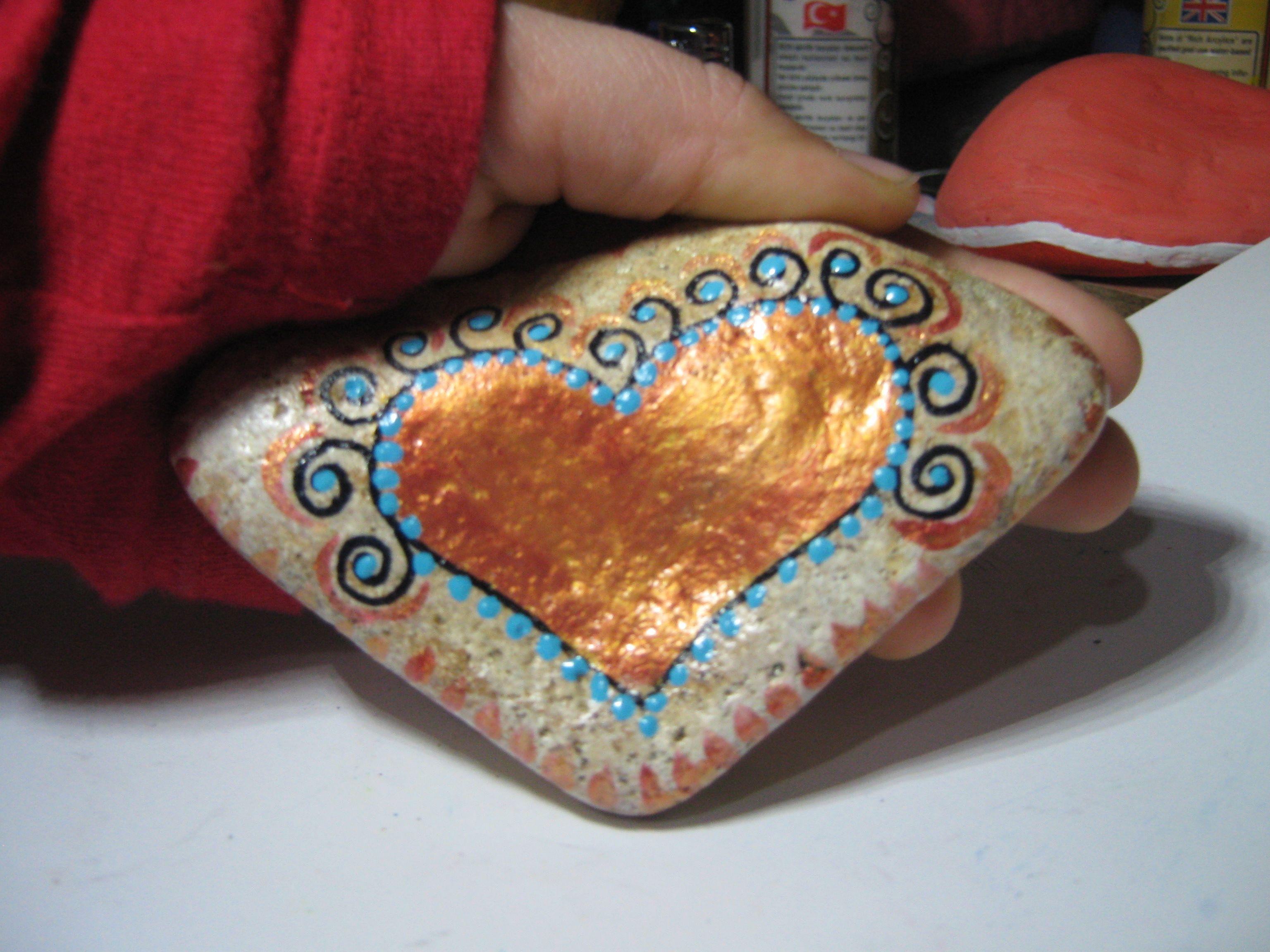 stone love the gold heart steine steine steine bemalen und anleitungen. Black Bedroom Furniture Sets. Home Design Ideas