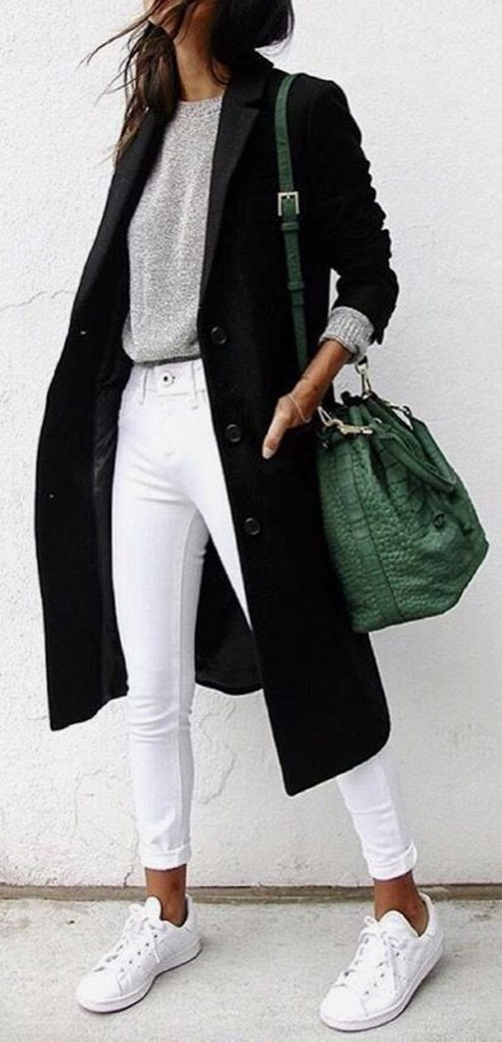 0f090d640c3 25 outfit ideas to style white pants - How to style white jeans outfit ideas
