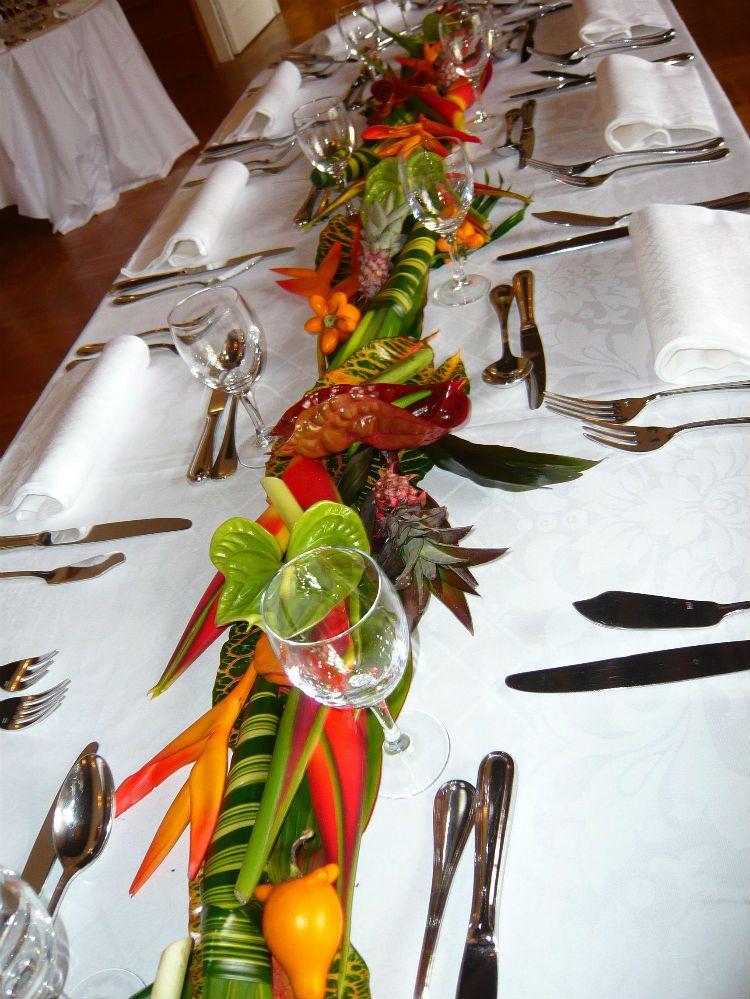 Deco bis chemin de table exo mariage africain pinterest mariages centres de table et table - Deco table fleur ...