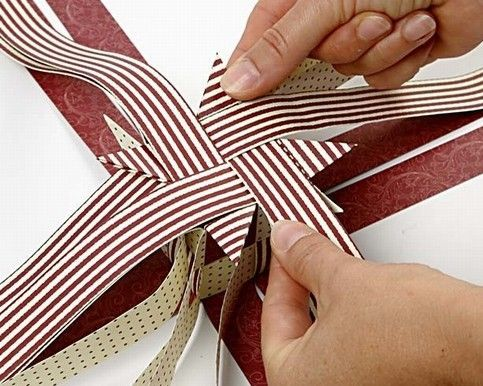 Big woven star made with paper star strips | DIY guide