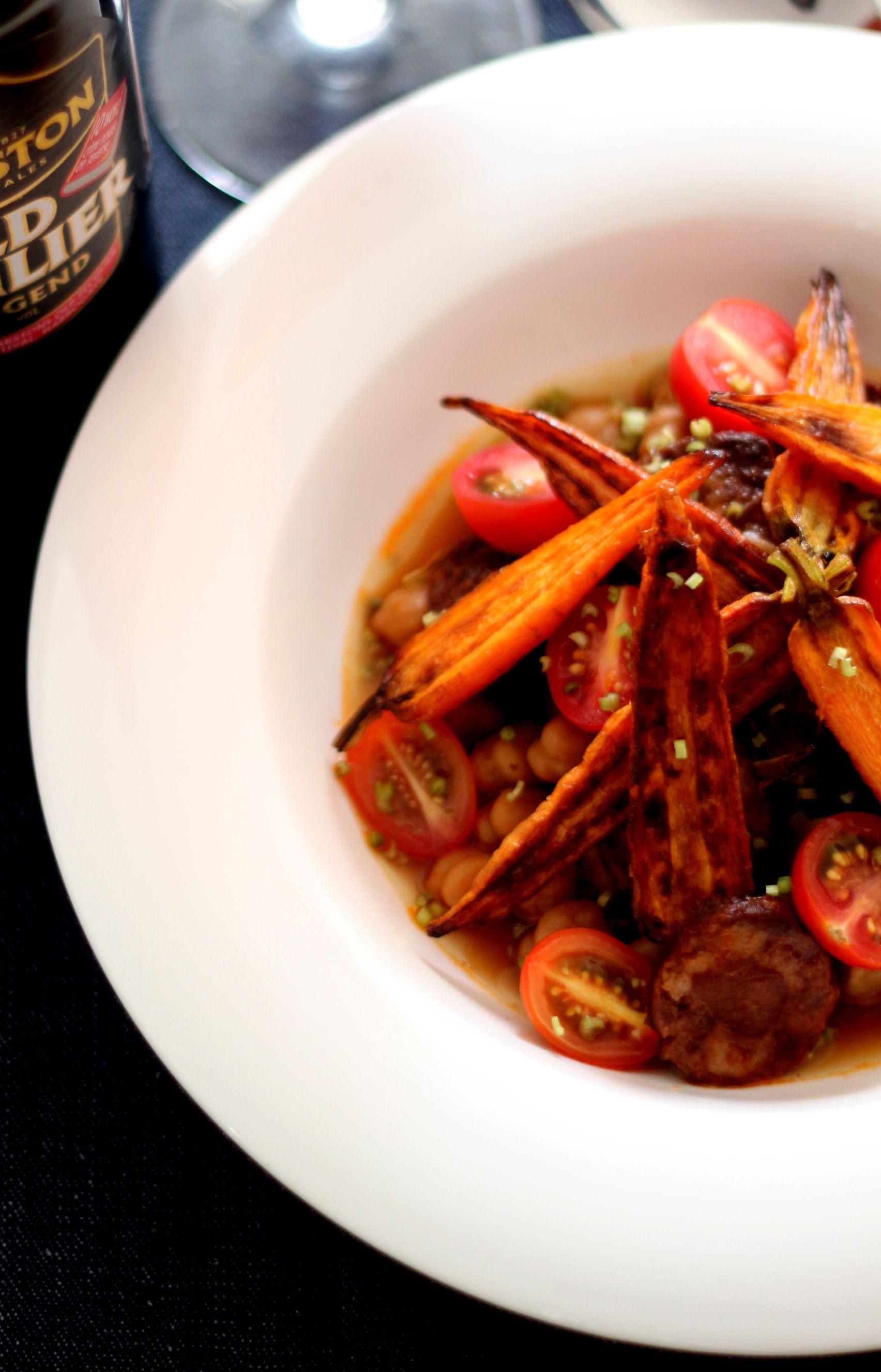 Grão de bico com pápricaca defumada;chorizo espanhol; tomatinhos doces mini cenouras tostadas e ciboulette no #jantarsecreto Para participar escreva para jantares.secretos@gmail.com