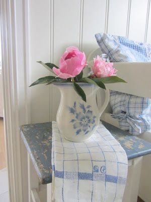My favorite things...blue and white china, linen shabby chic table and peonies!  Love Love Love  B ℓ u e . I n t e r i o r s