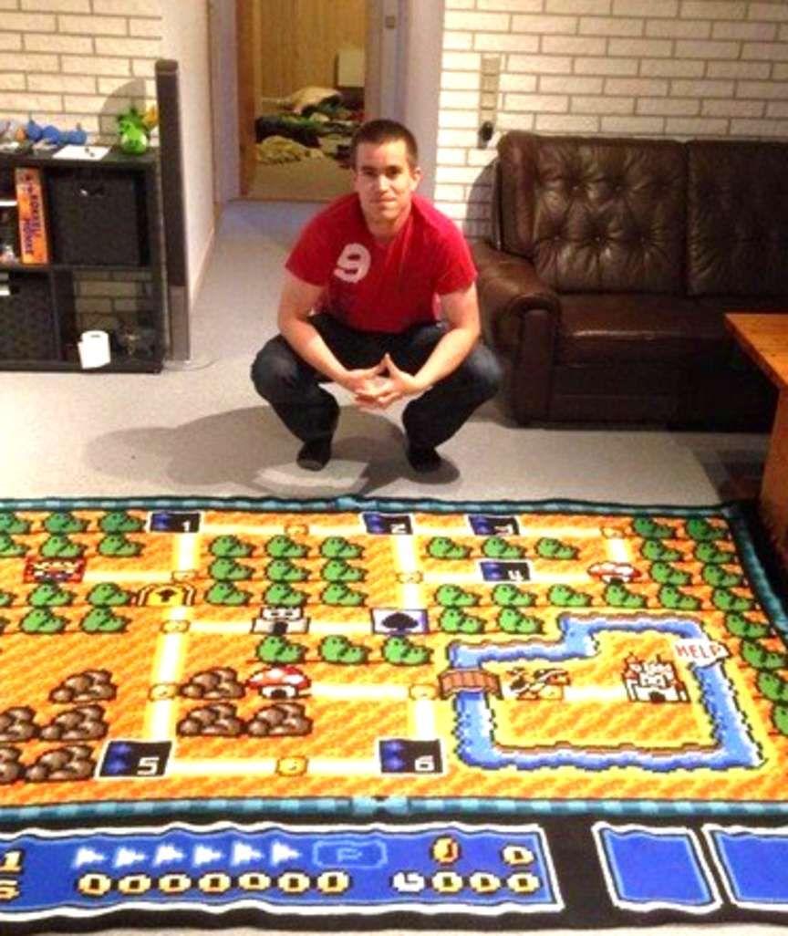 """Sieben Jahre Arbeit! Mann häkelt """"Super Mario""""-Teppich ..."""