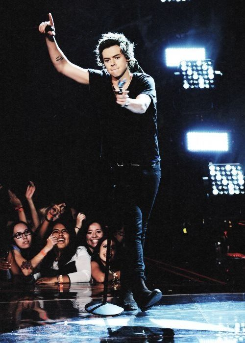 Harry performing on x factor, USA. ♥