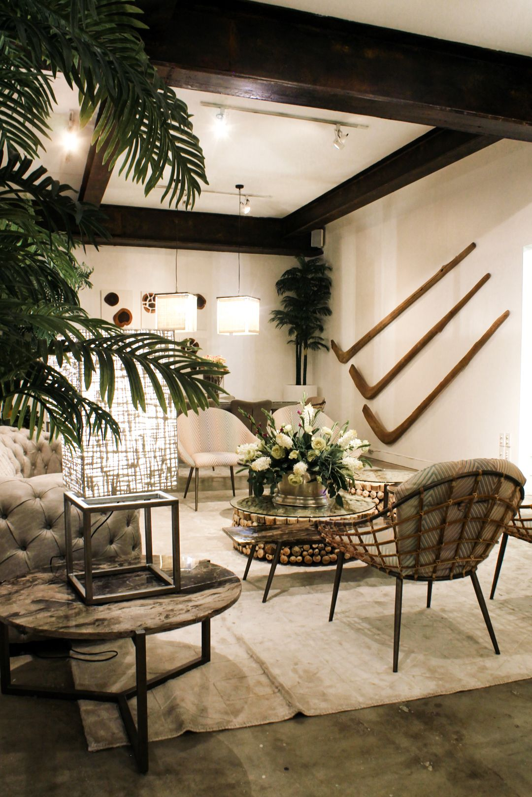 Fashion Interiors Interior Design Showroom In Manila That Will Leave You In Awe White Wall Decor Interior Interior Design [ 1616 x 1080 Pixel ]