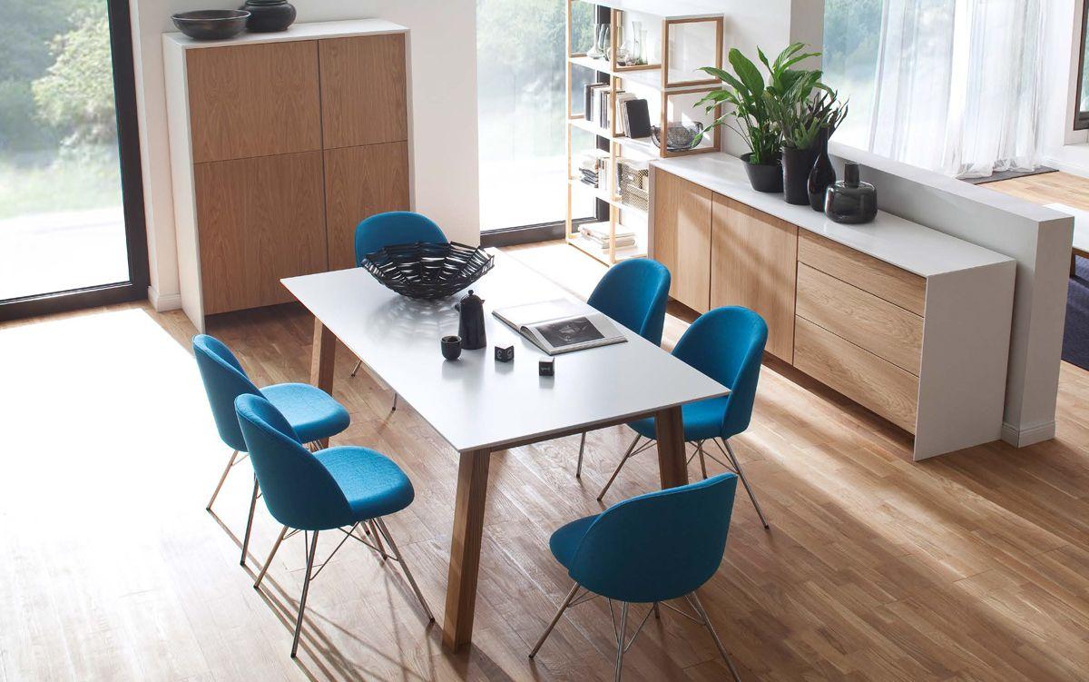 A Ce Jour Tenzo Est Un Des Plus Grands Fabricants De Meubles Suedois Et S Efforce D Etre Toujours A L Avant G Tenzo Conference Room Design Dining Table Chairs