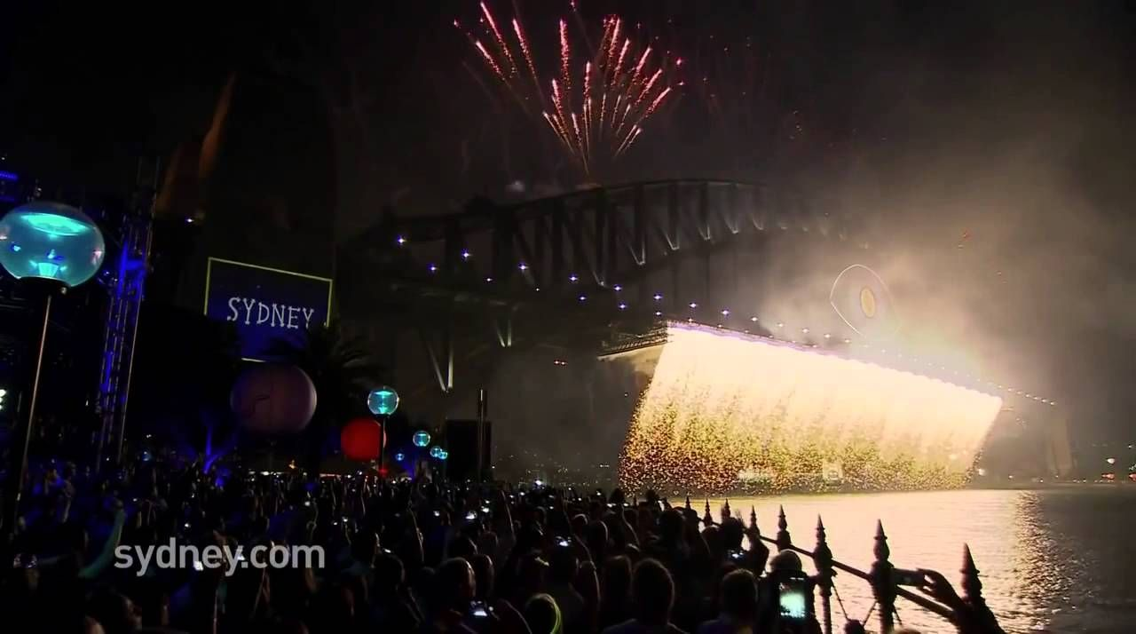 Wow! Watch as Sydney Welcomes in 2015 With Awesome Fireworks Display