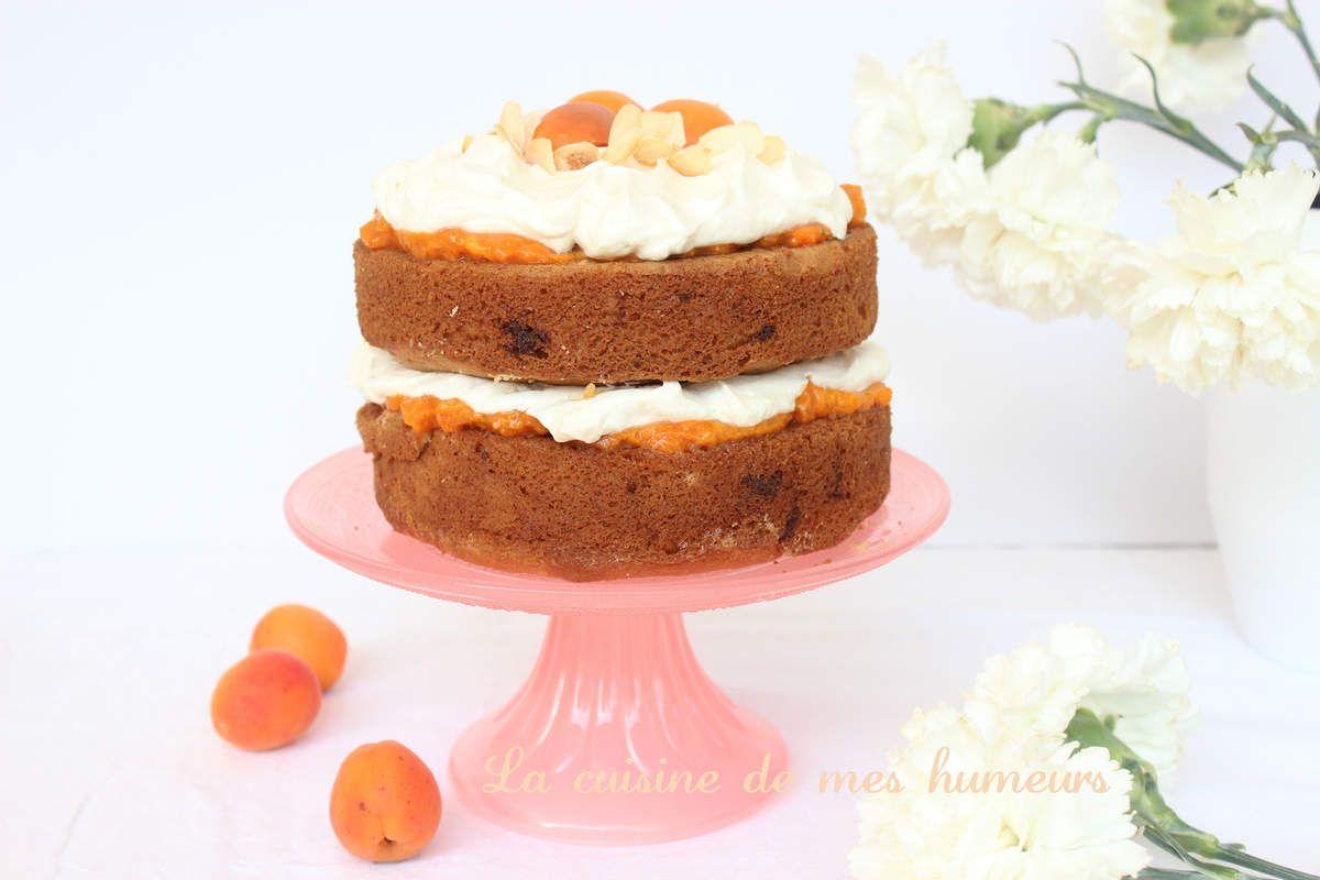 Sky high - Un gâteau multicouche à l'abricot, amandes et chocolat blanc