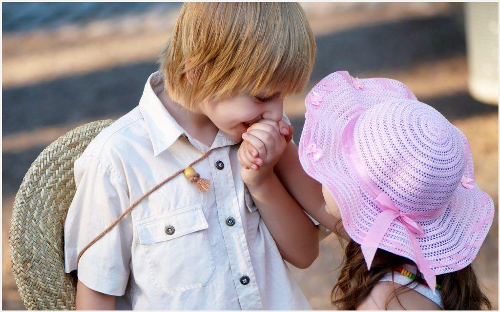 Cute Kids Couple Wallpaper