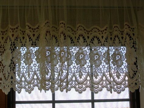 Dutch Lace Curtains With Valance   Can You Tell By The Curtains Who Lives  In A