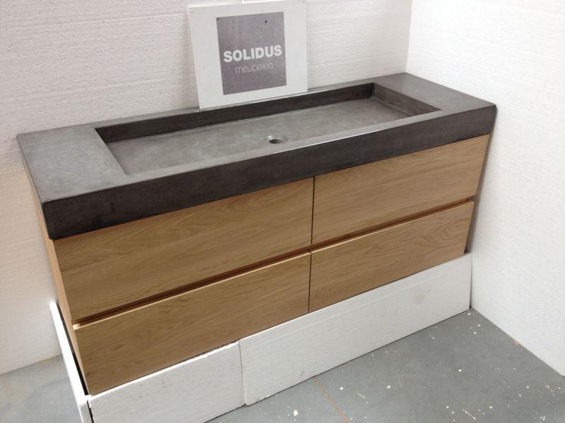 Badmeubel eikenhout met lades en betonnen wastafel badkamermeubel