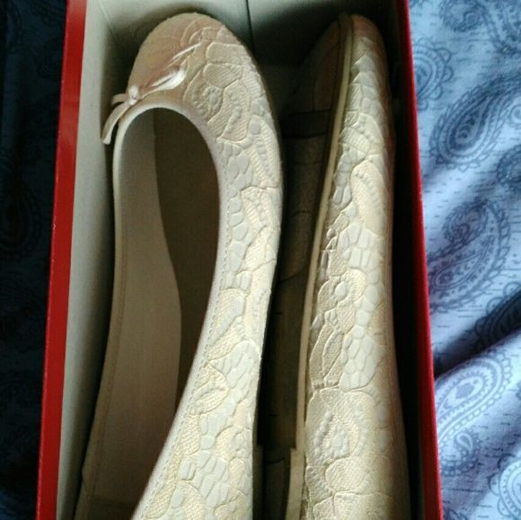 New! Lace cream flats Worn only once for a short time recently. And in very good condition. The brand is American eagle. These shoes are perfect for a  classic , graceful look. American Eagle by Payless Shoes Flats & Loafers