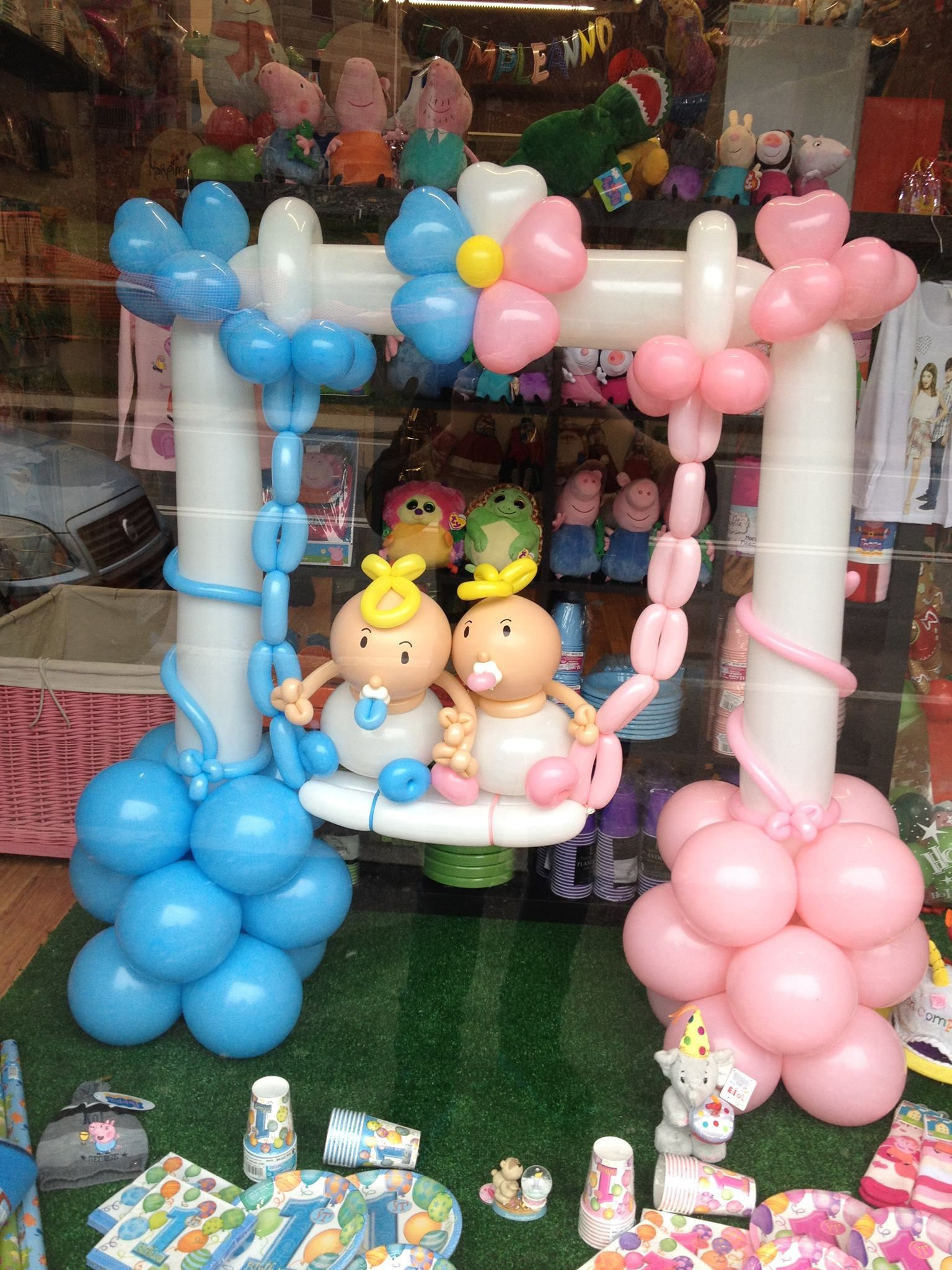 Twin Boy And Girl Baby Shower In 2019 Baby Shower Balloons