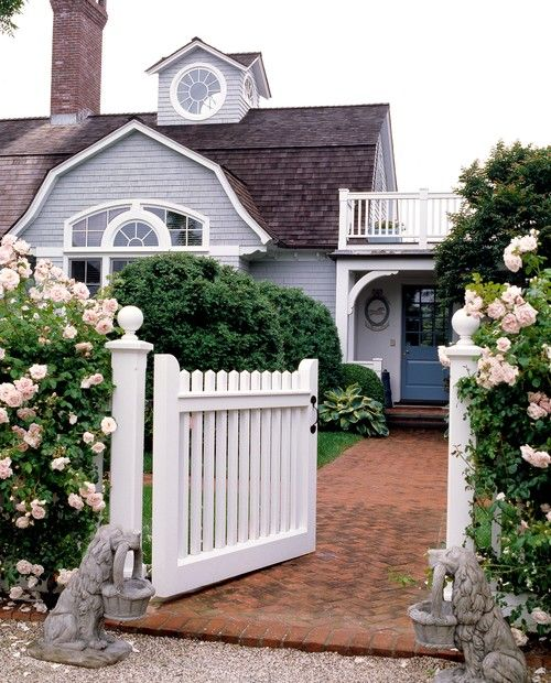 Lovely 20 Cottage Style Landscaping Ideas To Enhance Your: 12 Charming Picket Fence Ideas