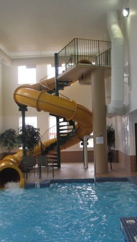 Indoor water slide h o m e in 2019 casas con piscina - Indoor swimming pool with slides london ...