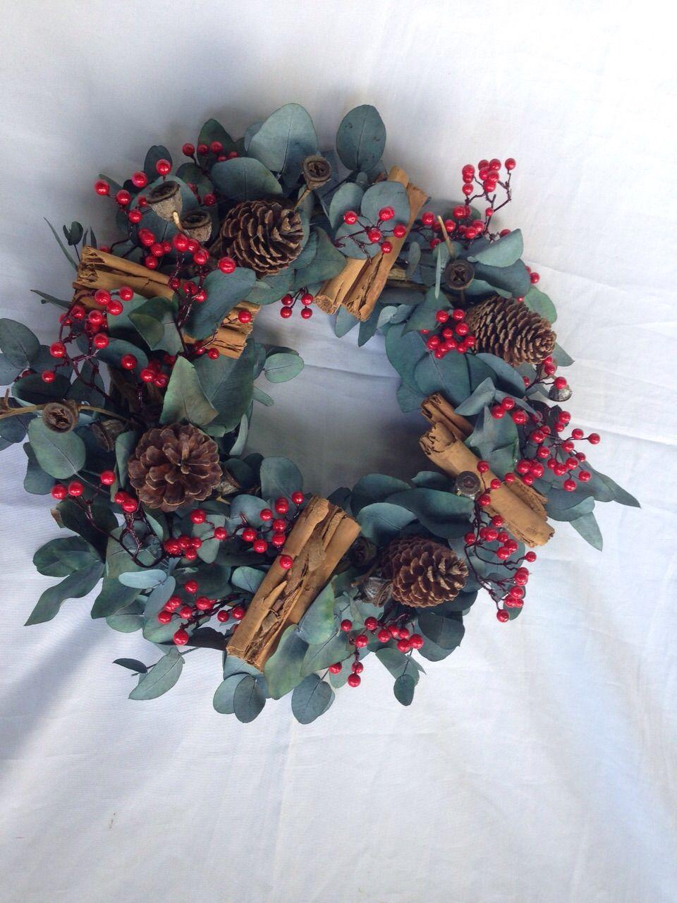 eventos Corona navideña elaborada con ramas de eucalipto natural ...