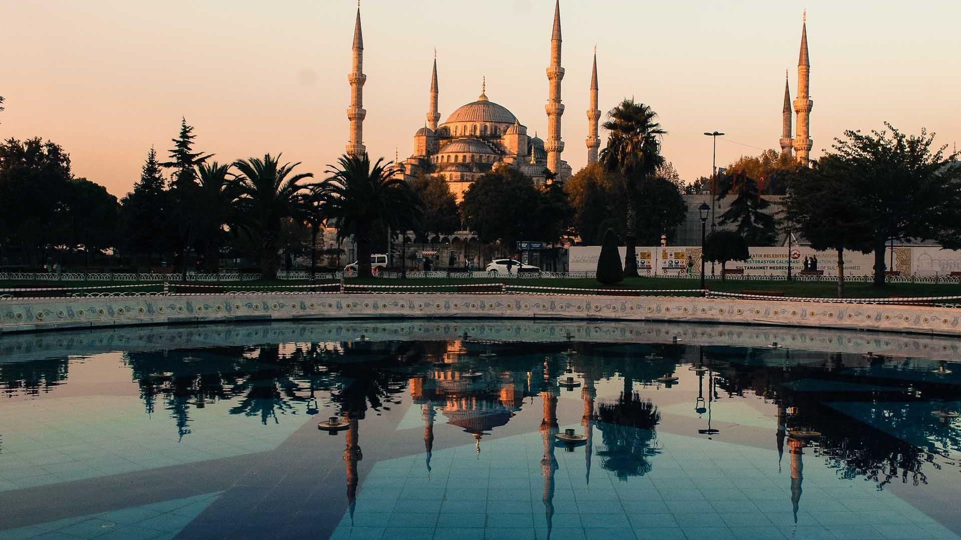 Istanbul Turkey Turkiye Wallpaper 014 Istanbul Turkiye Turkey Bogazicikoprusu Sultanahmetcamii Ayasofya Halic Istanbul Tours Istanbul Blue Mosque