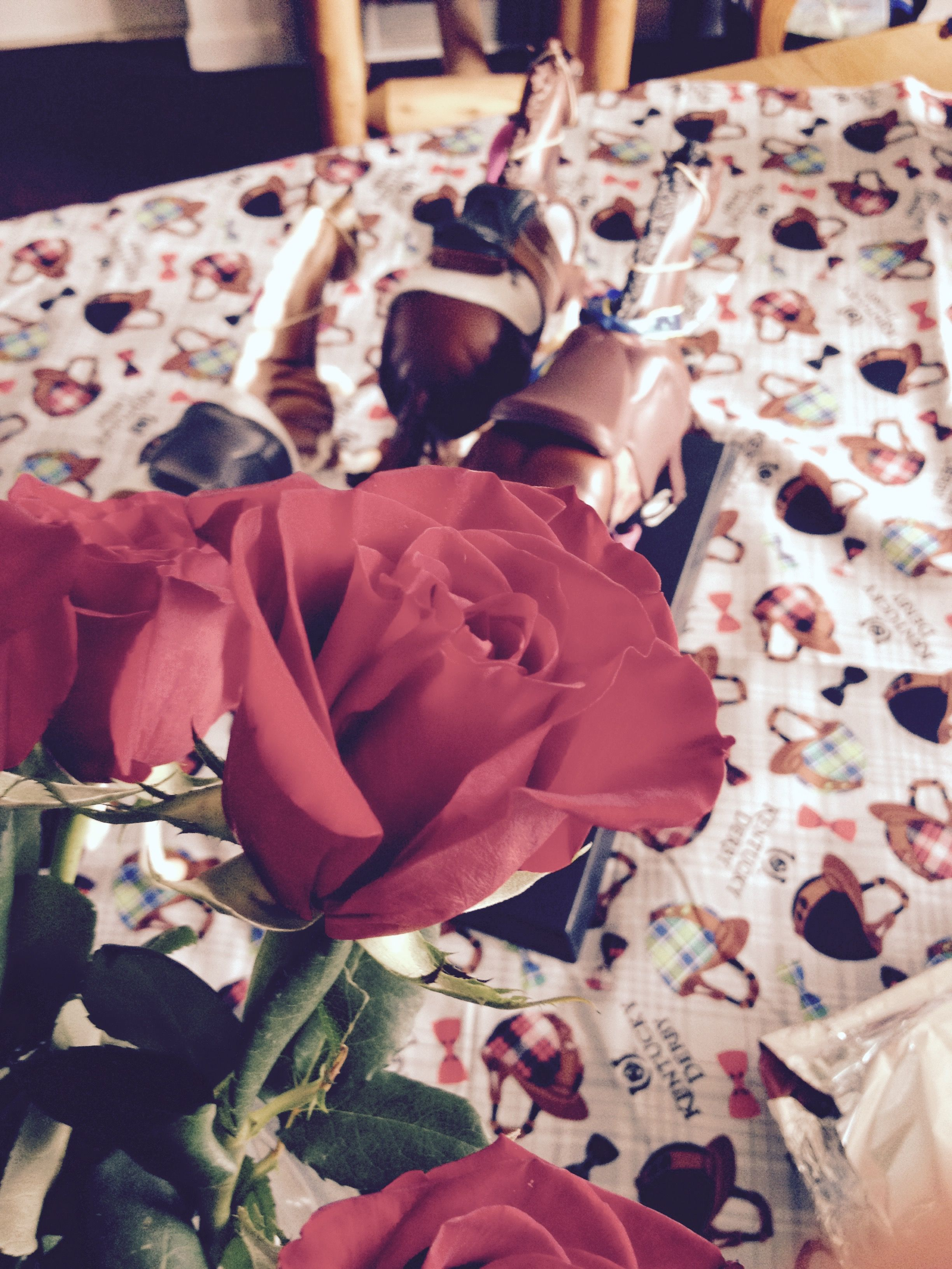 Cant have a Derby party without roses