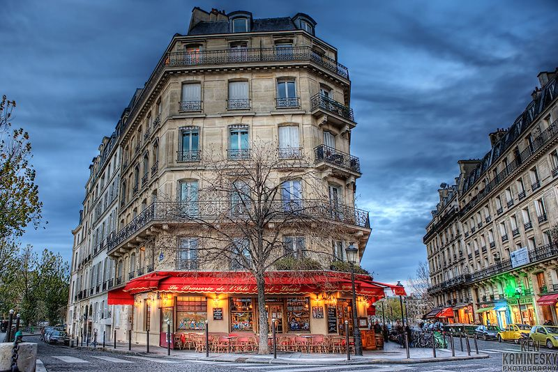 Typical old-fashioned Brasserie with one of the best summer views in Paris from its terrace which is invariably packed. Brasserie de l'Ile St-Louis is located behind Notre-Dame de Paris.