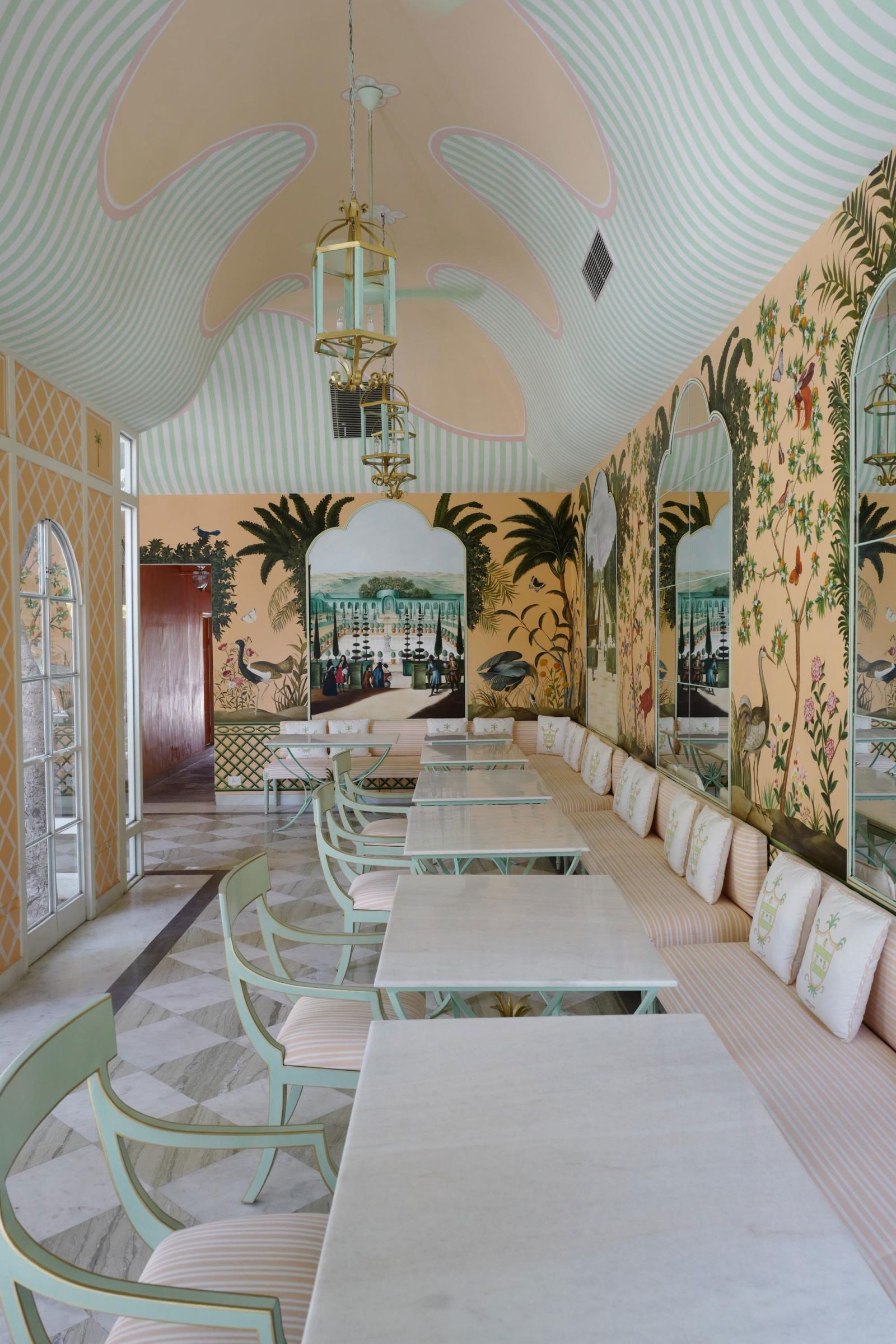 T C Exclusive A First Look At The Buzziest New Italian Restaurant Interiores Restaurante Indiano Decoracao Apartamento
