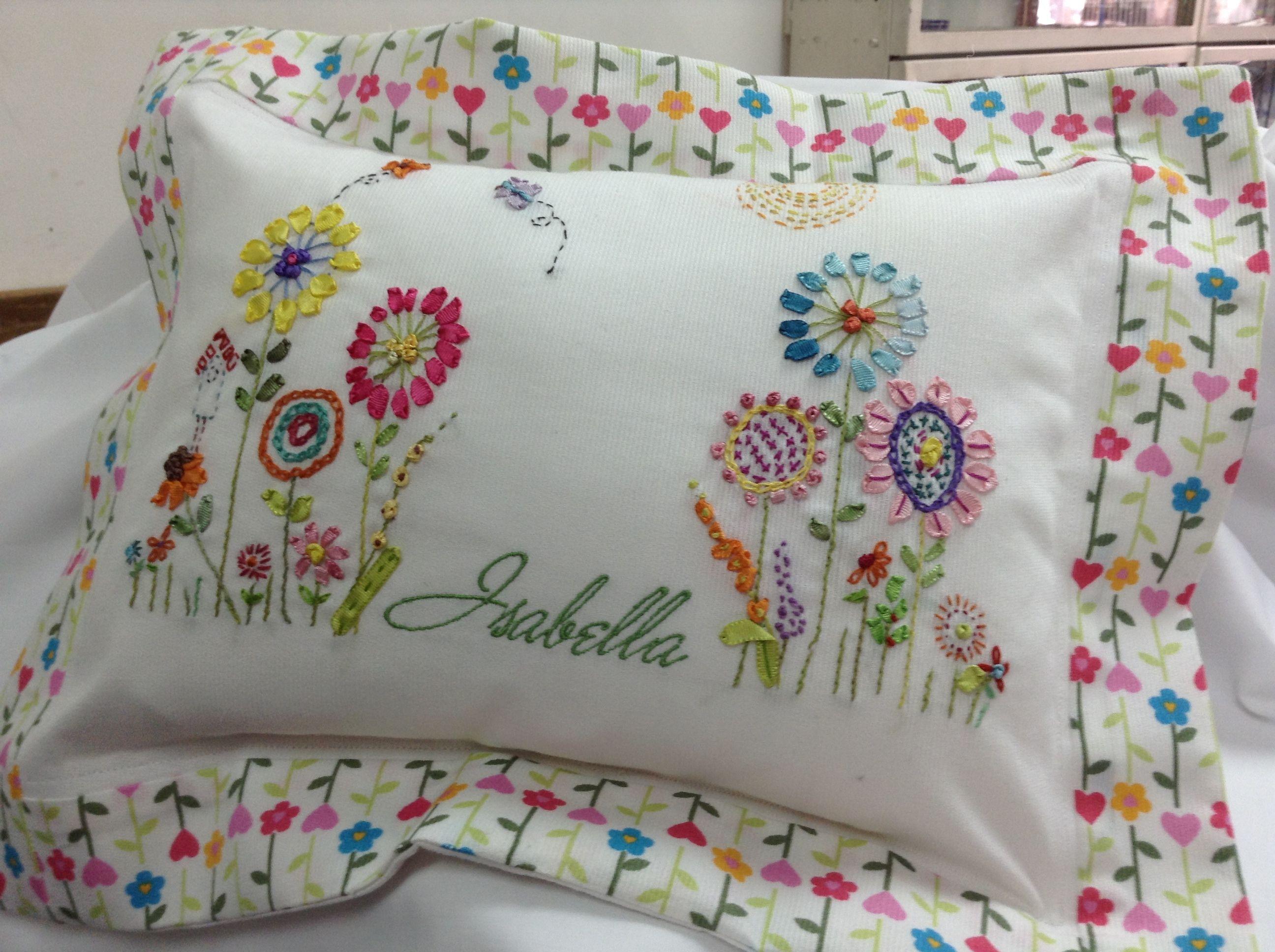 Ribbon embroidery bedspread designs - Bordado En Cinta Ver Facebook En Mechi Tati Creative Embroideryribbon