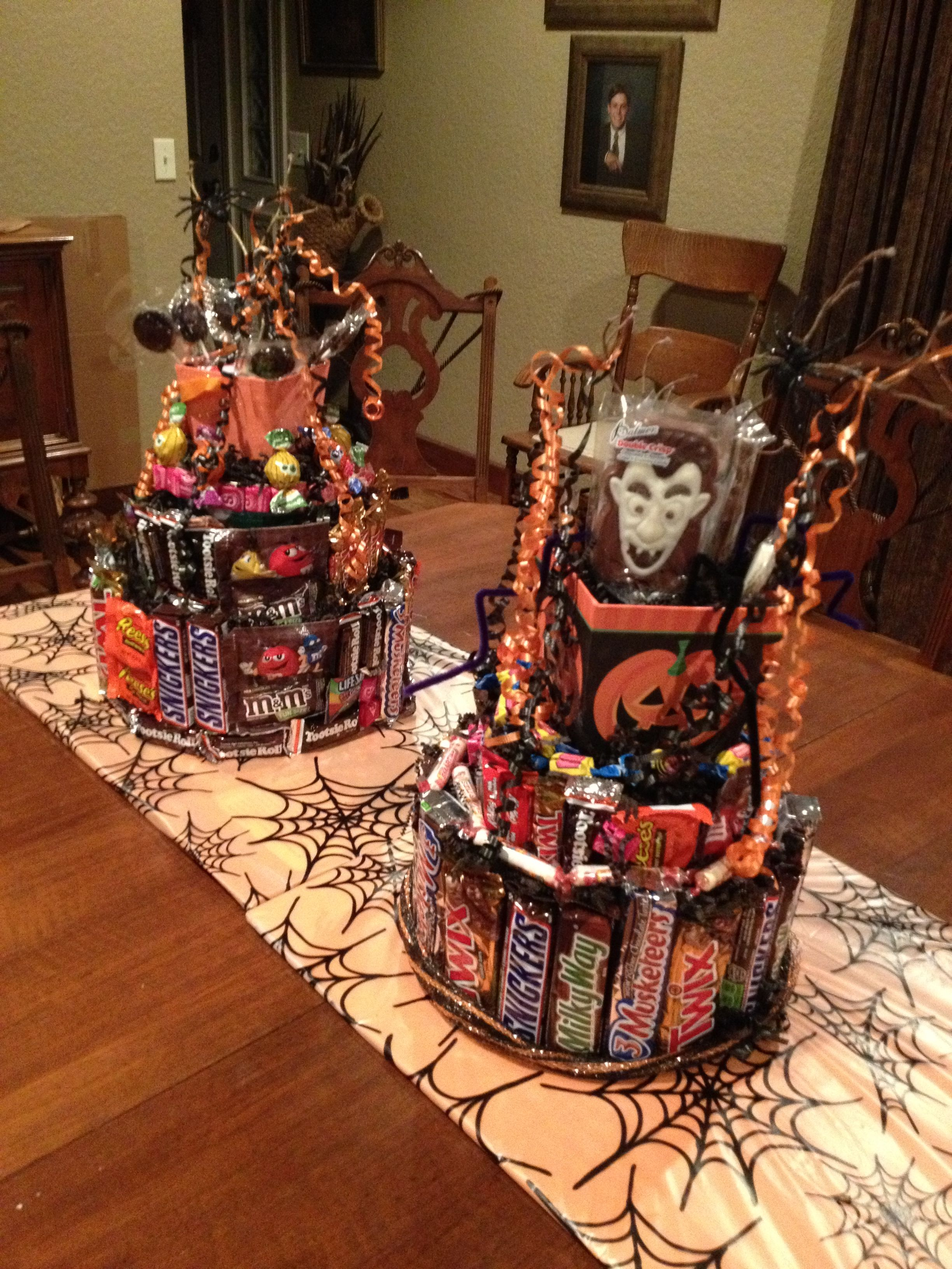 Innovative Way to Greet Your Trick or Treaters  with Halloween Candy Cakes #spookybasketideas