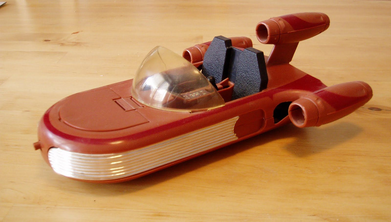 Star Wars Toys 1980s : A toy model of the landspeeder hover car used by luke