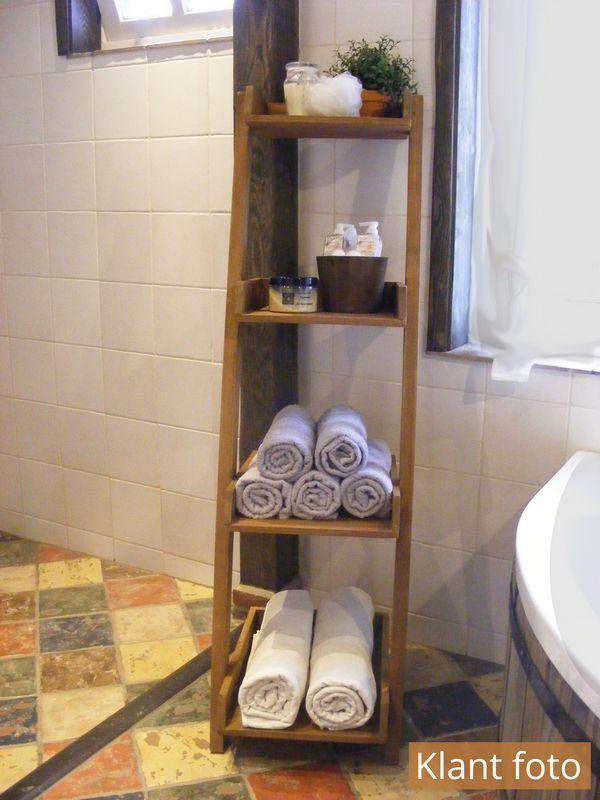 Badkamer decoratie ladder met planken, hoe leuk is dit voor de ...
