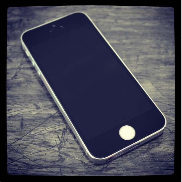 White Iphone 5s With A Black Front Screen White Iphone Iphone Custom Design
