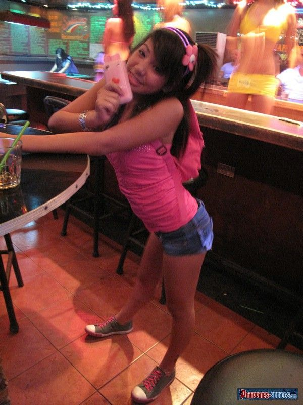 Filipina bargirl angel takes care of foreigners cock