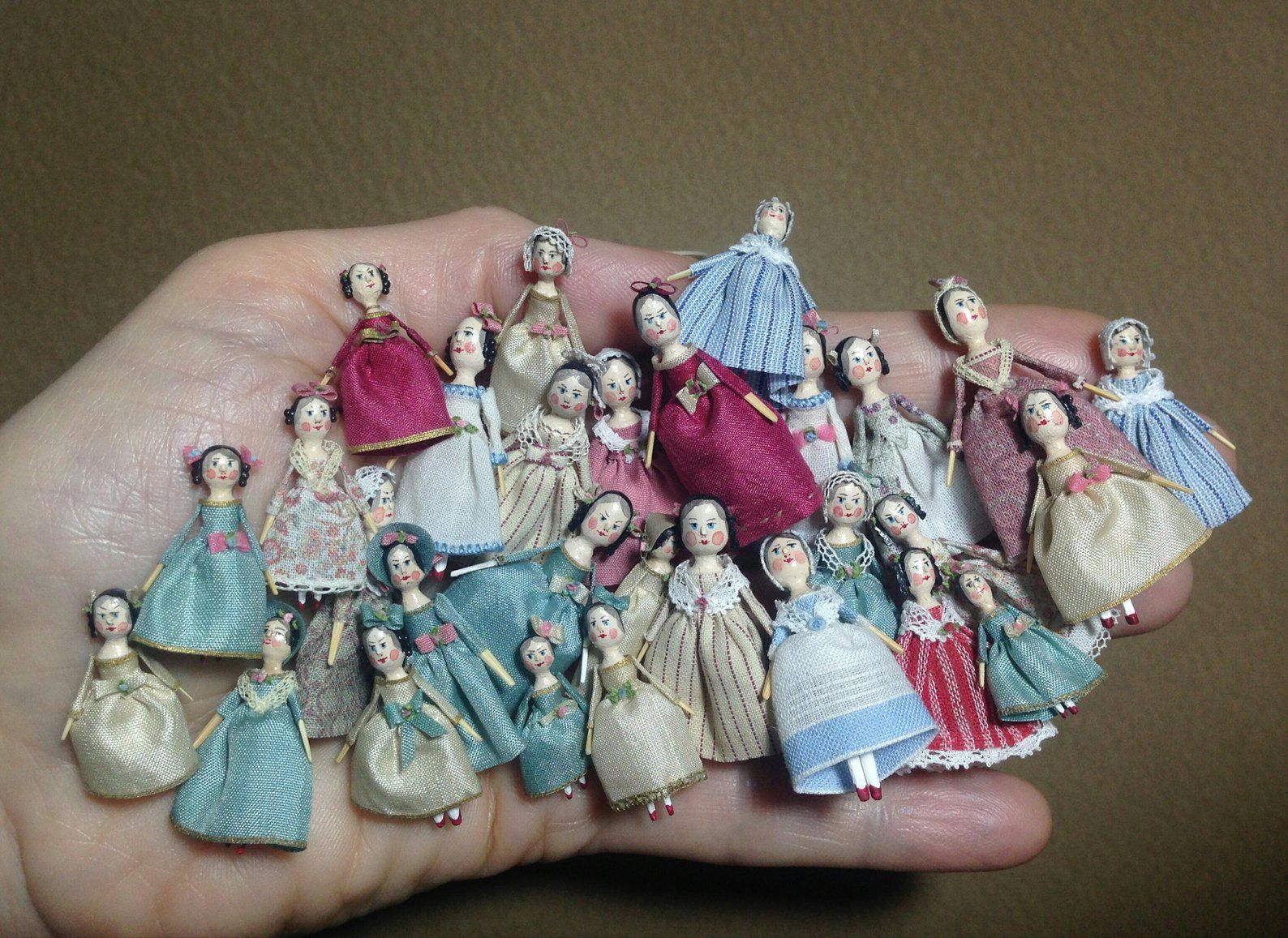 Mini Doll Peg 1:12 scale. 20 mm high approximate #miniaturedolls
