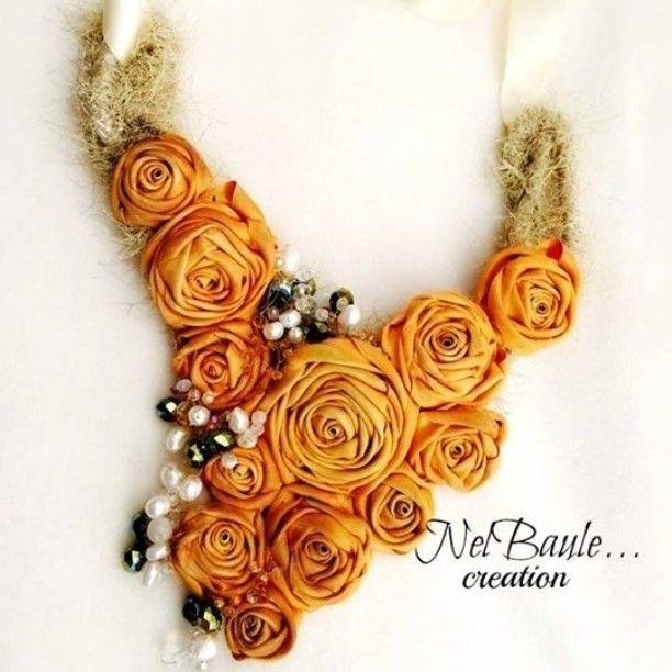 Fall in love 😘 #autumn #flowers #colors #accessories #bijoux #necklace #jewellery #handmadebijoux #jewellerydesign #handmade #fattoamano #mammecreative #solocosebelle #italiaislove #textilbijoux #textiljewellery #puglia #style #blogger #fashion