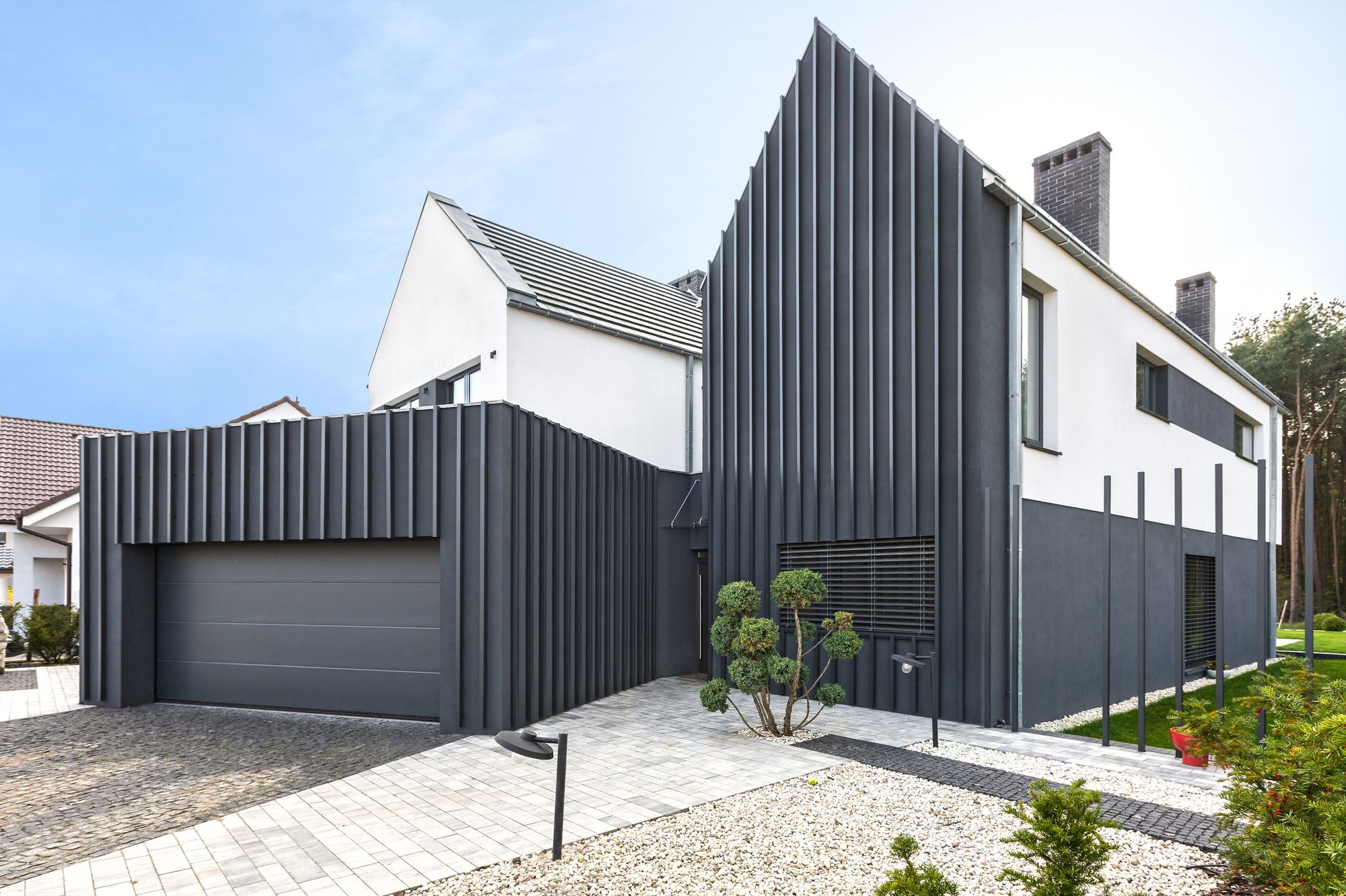 Completed In 2016 In Borowiec Poland Images By Marcin Ratajczak In Borowiec Near Poznan Once Again A House D Facade House Arch House Dream House Exterior