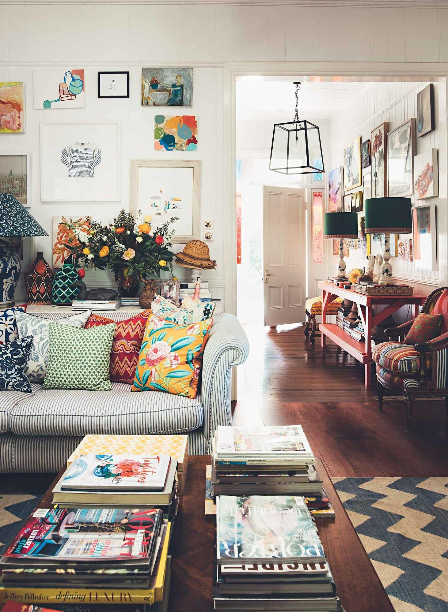 Bohemian home of interior designer anna spiro cozy eclectic living room warm colours also   colourful brisbane beautiful rh pinterest