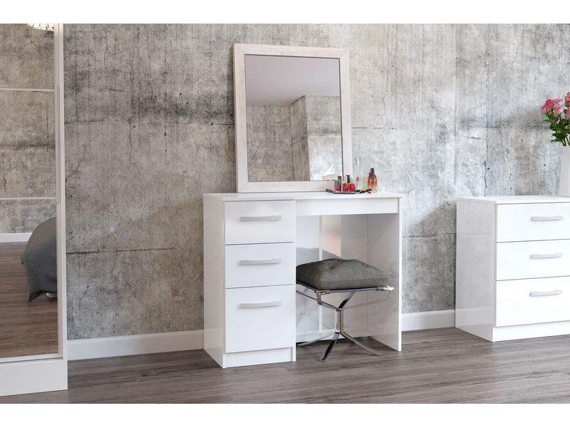 Meja Makeup atau Meja Rias Untuk Artis dengan Model Minimalis