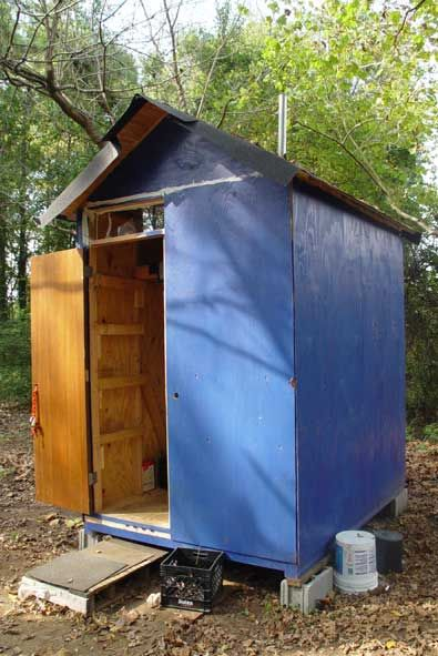 Madhousers Builds Huts For The Homeless In The Metro Atlanta Area Great Group To Volunteer With Prefabricated Structures Homeless Shelter Ideas Hut