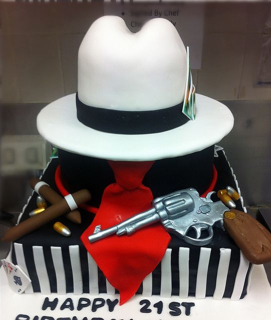 gangster wedding cake toppers roaring 20 s gangster cake roaring 20s gangsters and cake 14643