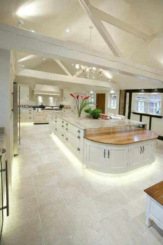 Spacious Love It Kitchen Design Examples Luxury Kitchens Best Kitchen Designs