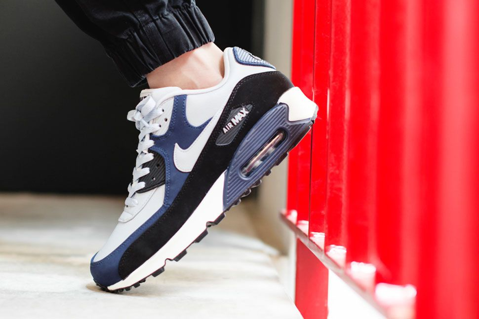 online store 046e0 a7241 Nike Air Max 90 Leather