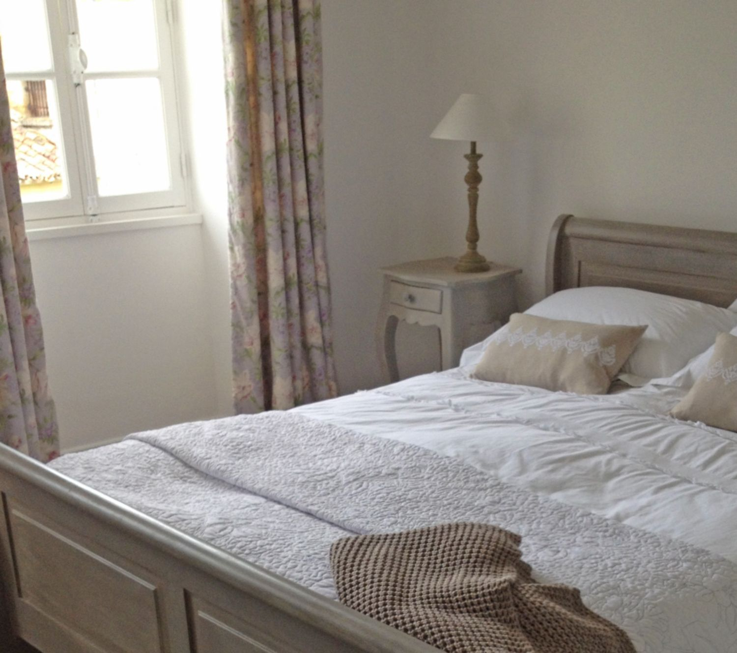 Old Sleigh Bed Upcycled With Annie Sloan Paints
