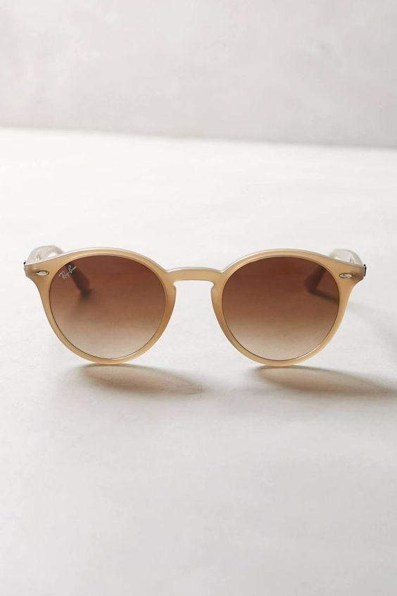 391d2853f71b3 Os óculos nude estão super em alta. Eles combinam com tudo e em qualquer  ocasião. Clique para conferir nossa coleção!  oticaswanny  rayban  nude   redondo ...